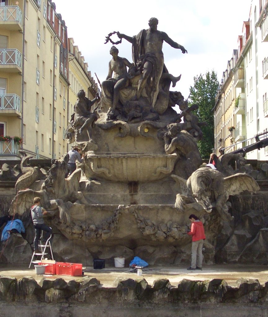 Dresden-Neptunbrunnen-Restaurierung-LfD_2010
